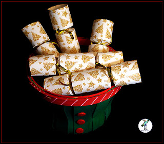 Christmas Crackers with chocolate - Gold Pine Trees