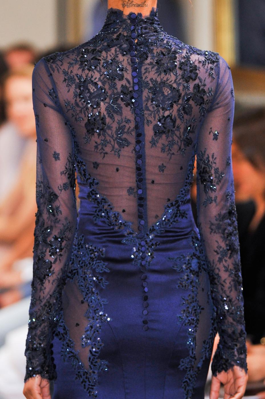 Бисер на спине платья