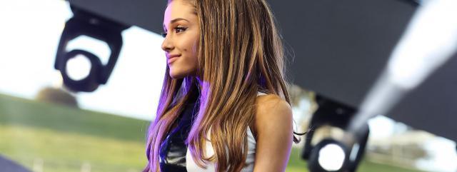 "Ariana Grande cantó ""Hero To Zero"" en un especial de Disney."
