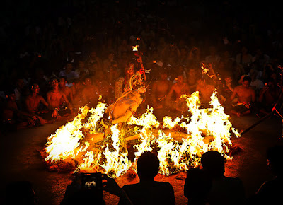 Kecak danse, Kecak dance, Balinese art, Fire Dance, night life in Bali