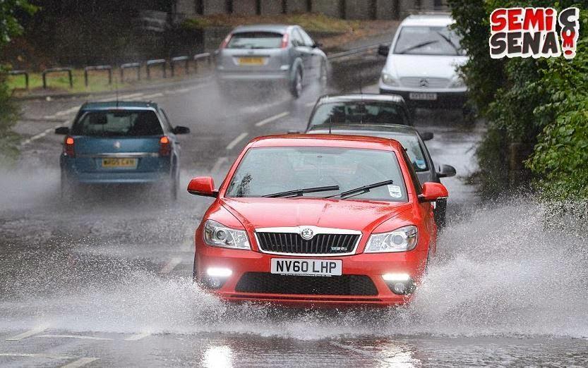 Note-Driving-At-Rain
