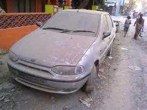 Note:  Jangan sembarangan memilih pembersih debu mobil, pastikan tidak menyebabkan terjadinya goresan.  Baca juga artikel sebelumnya cara mencuci mobil dari debu agar tidak meninggalkan goresan dan cat tetap mengkilap.