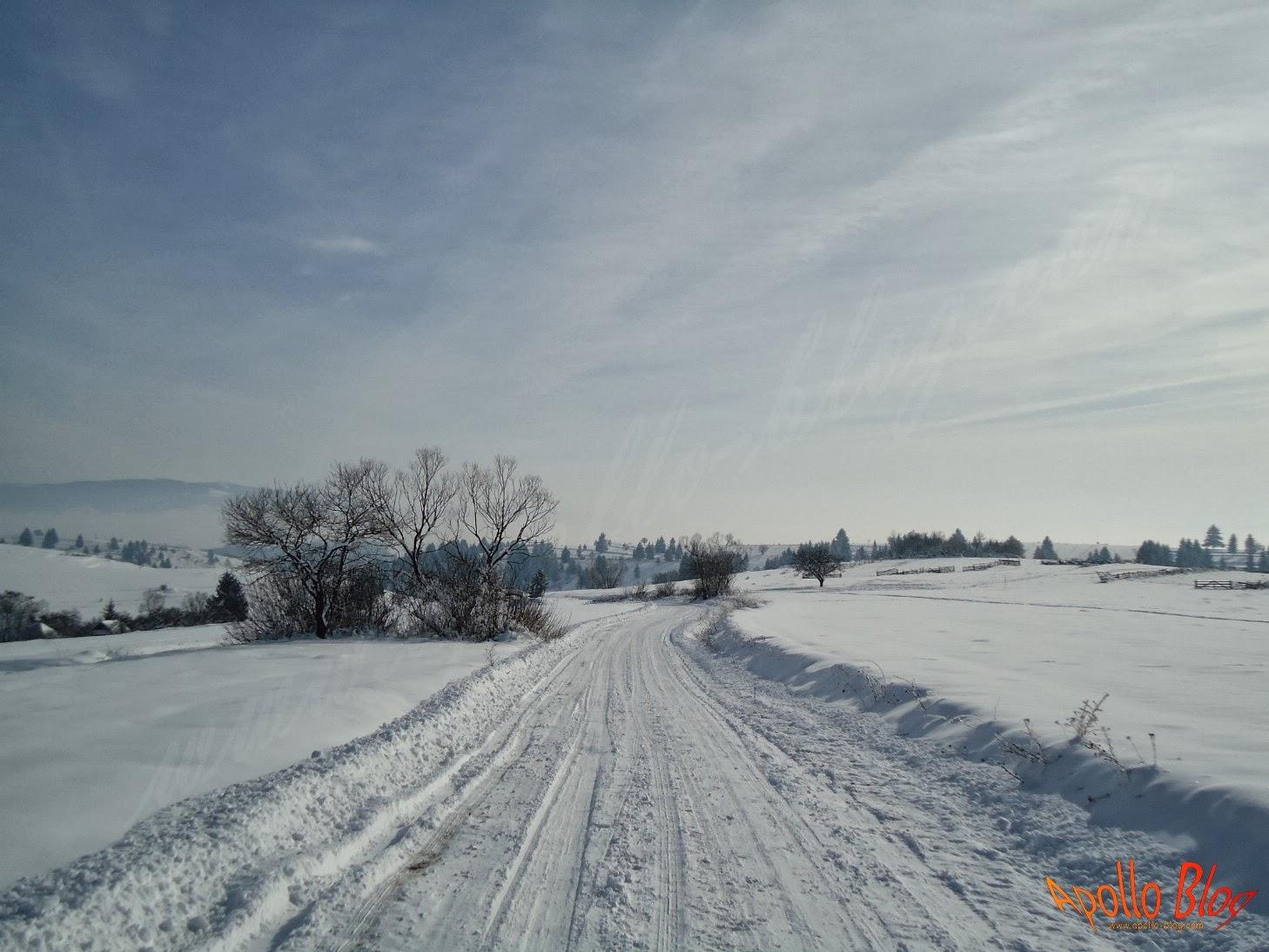 Un drum de tara inzapezit