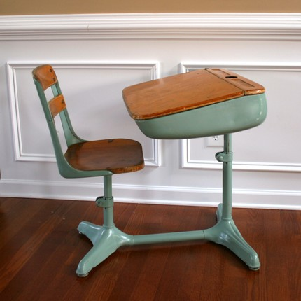 sas&sabs: Vintage school desks
