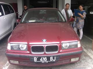 Proses Pengecekan Mobil BMW B 416 BJ Surabaya