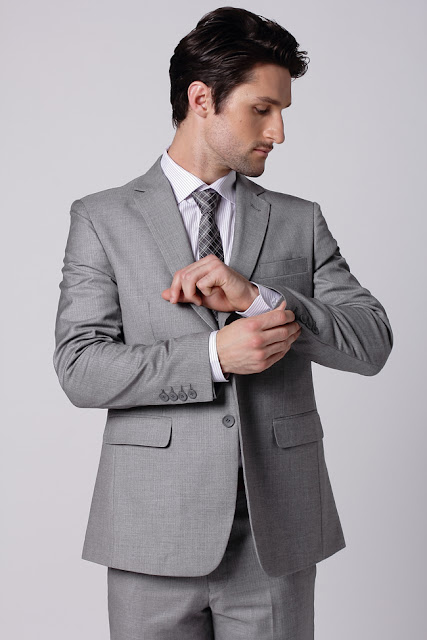 bespoke suit,tailored suit