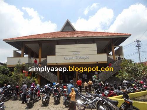 Masjid Pangeran Diponegoro Semarang yang megah