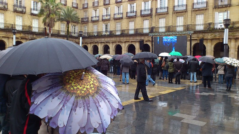 Funeral de Iñaki Azkuna,Plaza Nueva de Bilbao,paraguas,duelo