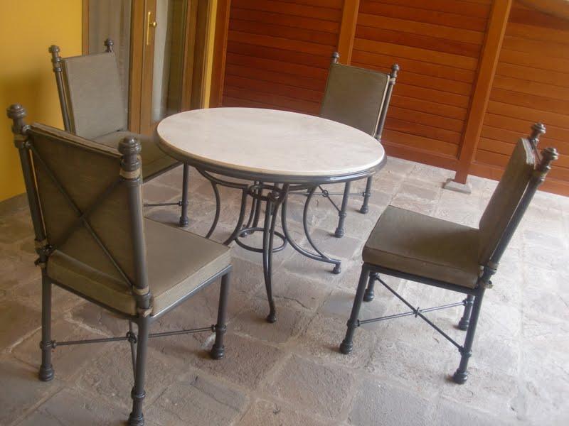 Como pintar una mesa de madera amazing mesa con decoupage for Como restaurar una mesa de madera