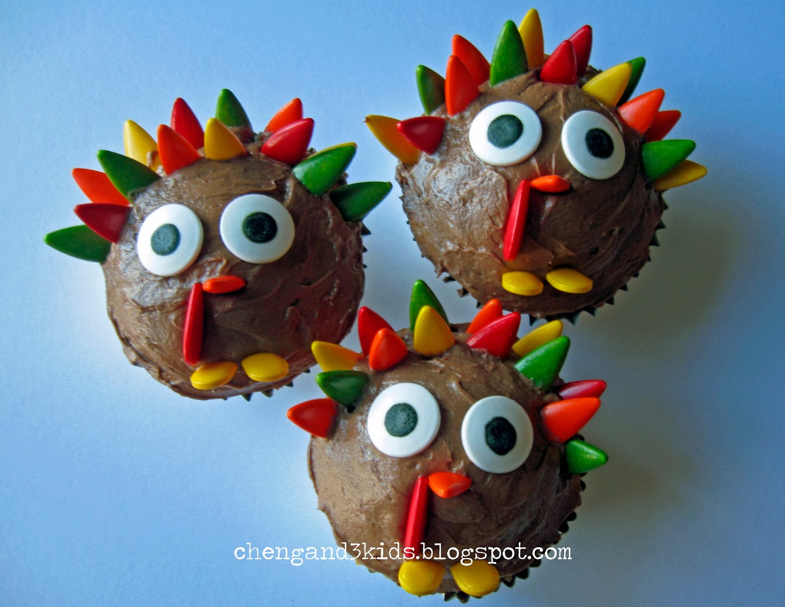 cheng and 3 kids turkey cupcakes