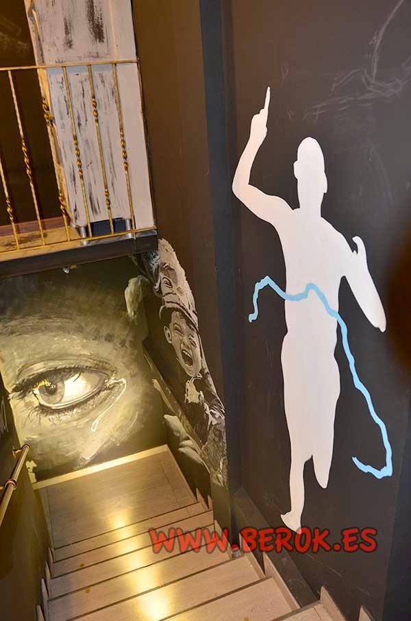 Pintura mural que representa los pasos desde que se empieza un camino hasta que se llega a la meta