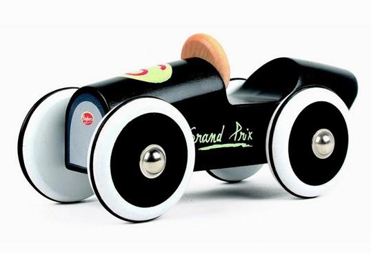 フランス発オシャレなデザインのくるまのおもちゃ