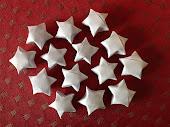 Små buttede origami-stjerner