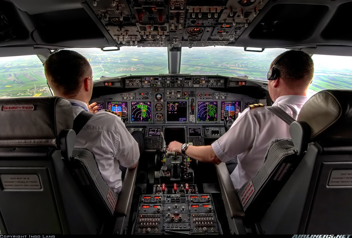 The path of the righteous (planning your career pilot training) Boeing%2B737%2Bairline%2Bpilot
