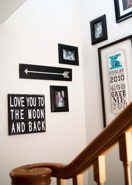 Use arrow sign in gallery wall