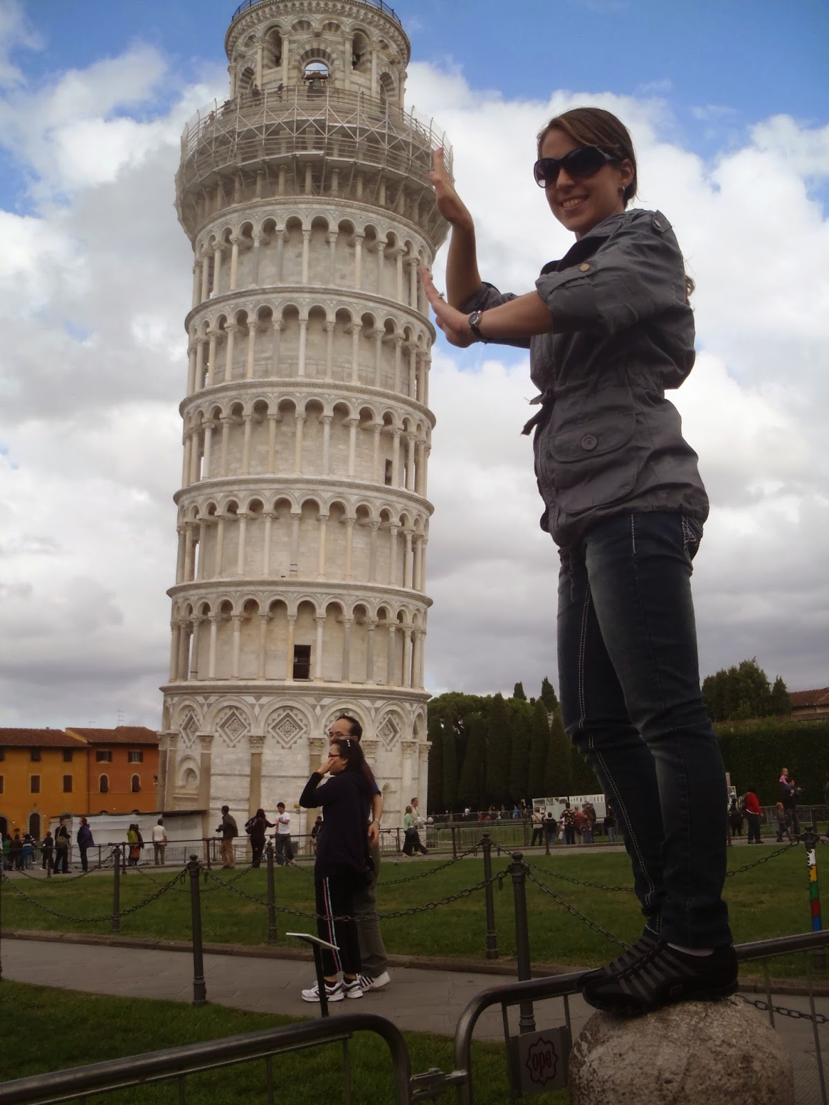 cheesy leaning tower of Pisa picture