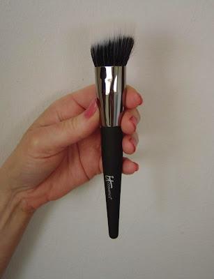 IT Cosmetics Angled Radiance Brush.jpeg
