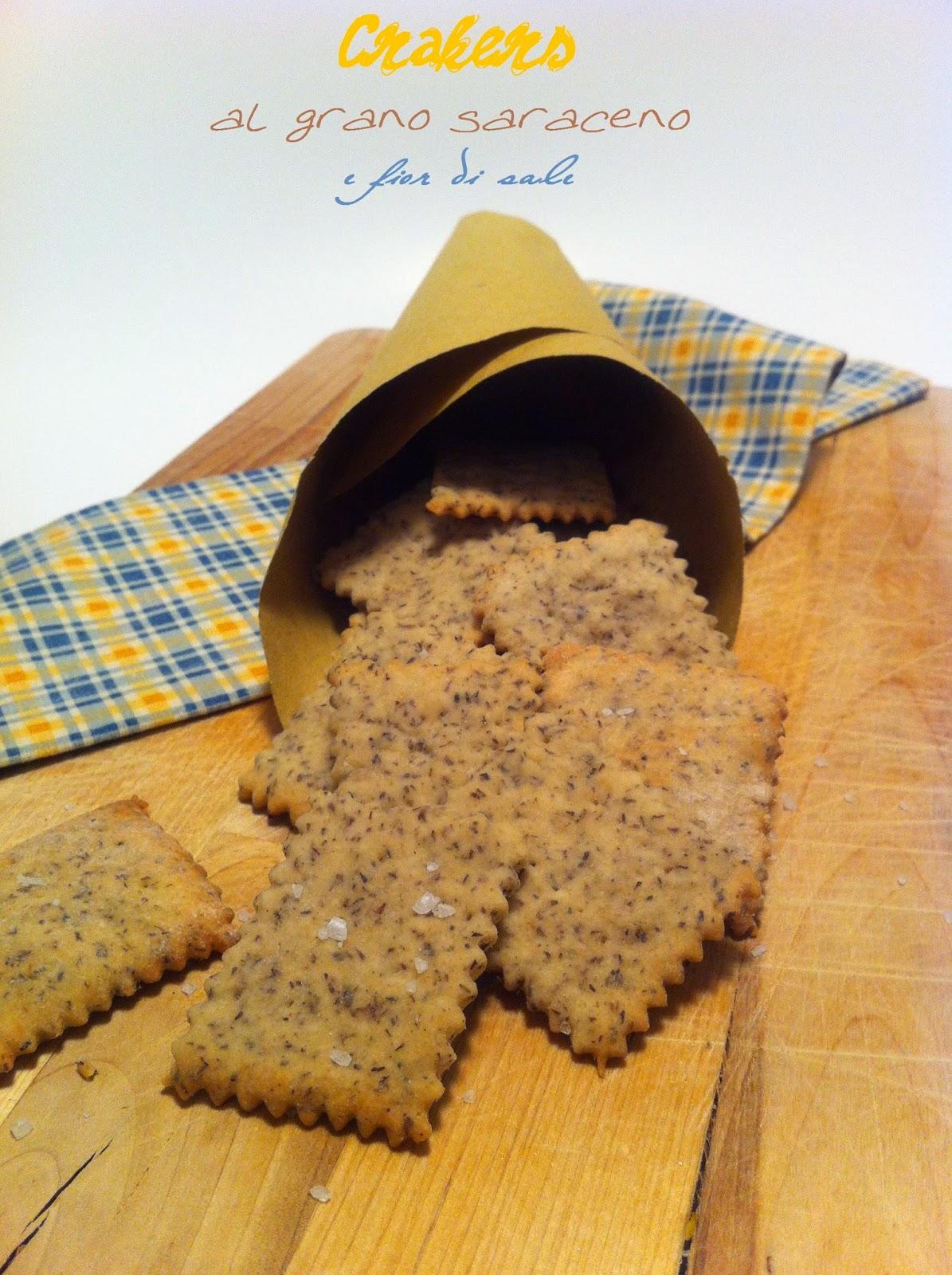 crackers al grano saraceno e fior di sale
