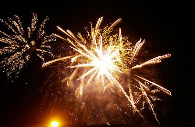 swadlincote december lights christmas firework display 2012