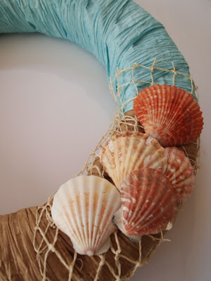 @mvemother How to Make a Beach Wreath #summercrafts #summerwreath