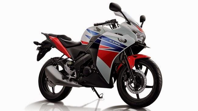 Foto Honda CBR150R vs Yamaha R15 Kawasaki Ninja RR 2014