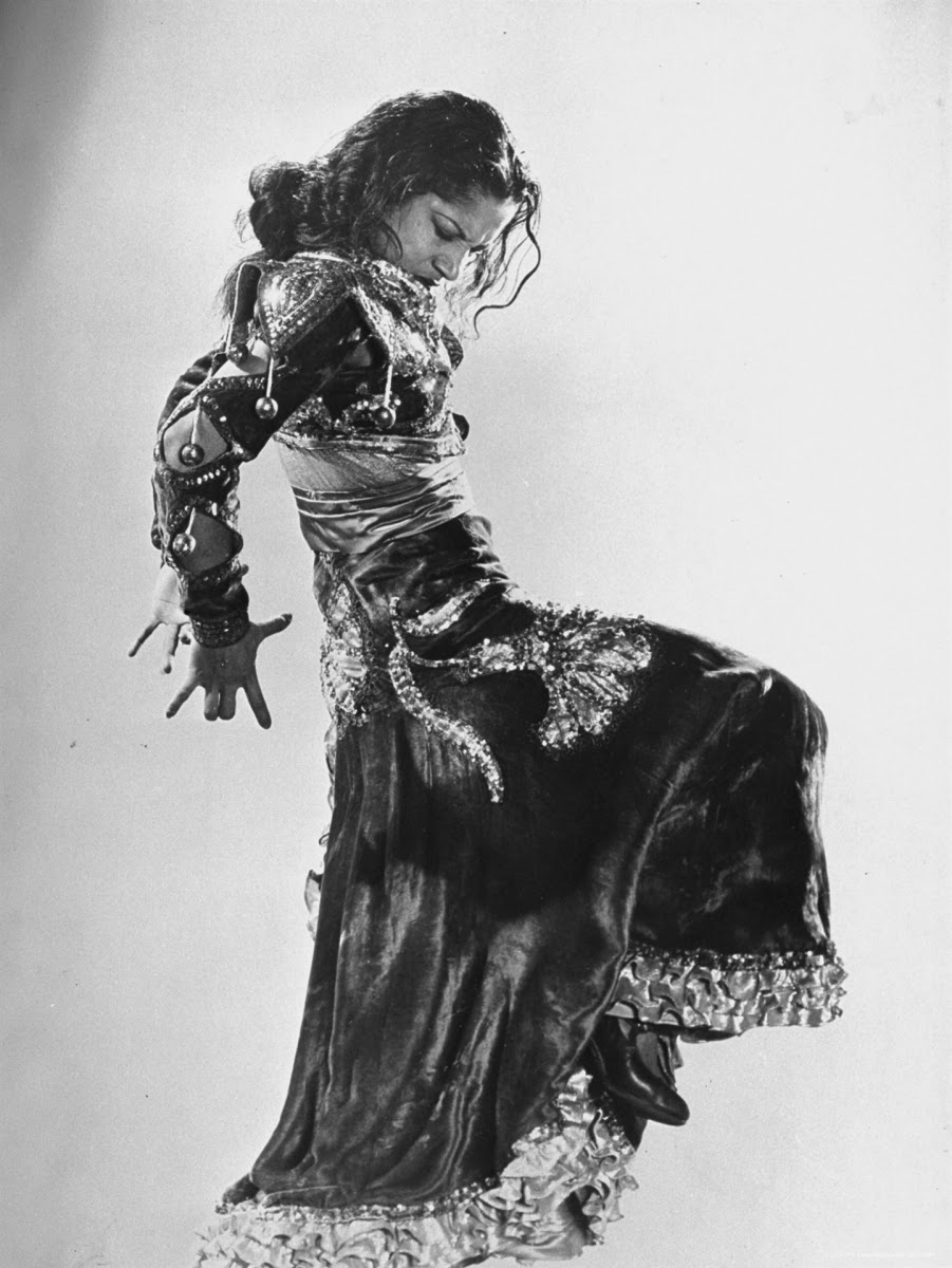 gjon-mili-spanish-flamenco-dancer-carmen-amaya-performing