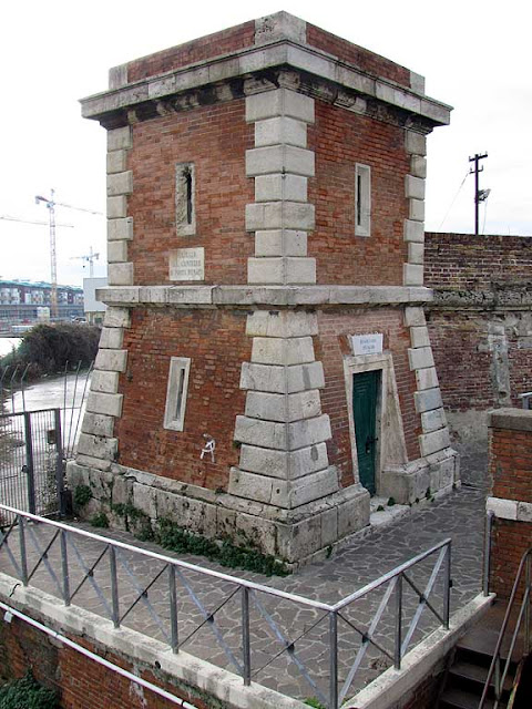 Tower by the swing bridge, Porto Mediceo, Livorno