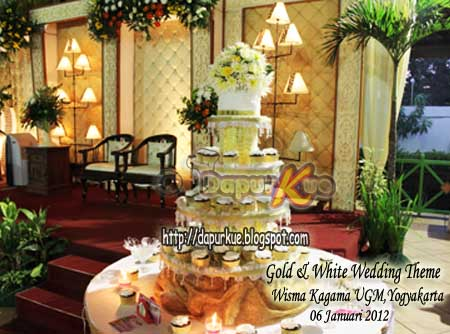 Gold n White Wedding Theme Wisma KAGAMA UGM YOGYAKARTA 06 Januari 2012