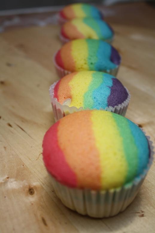 Dapurnya Rina Rinso: Bolu Kukus Rainbow (Bolu kukus gundul