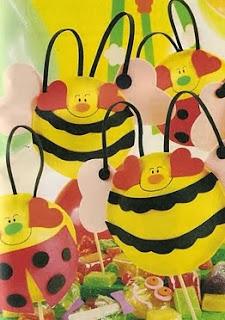 http://unachechi.blogspot.com.es/2011/04/globos-de-abejitas.html