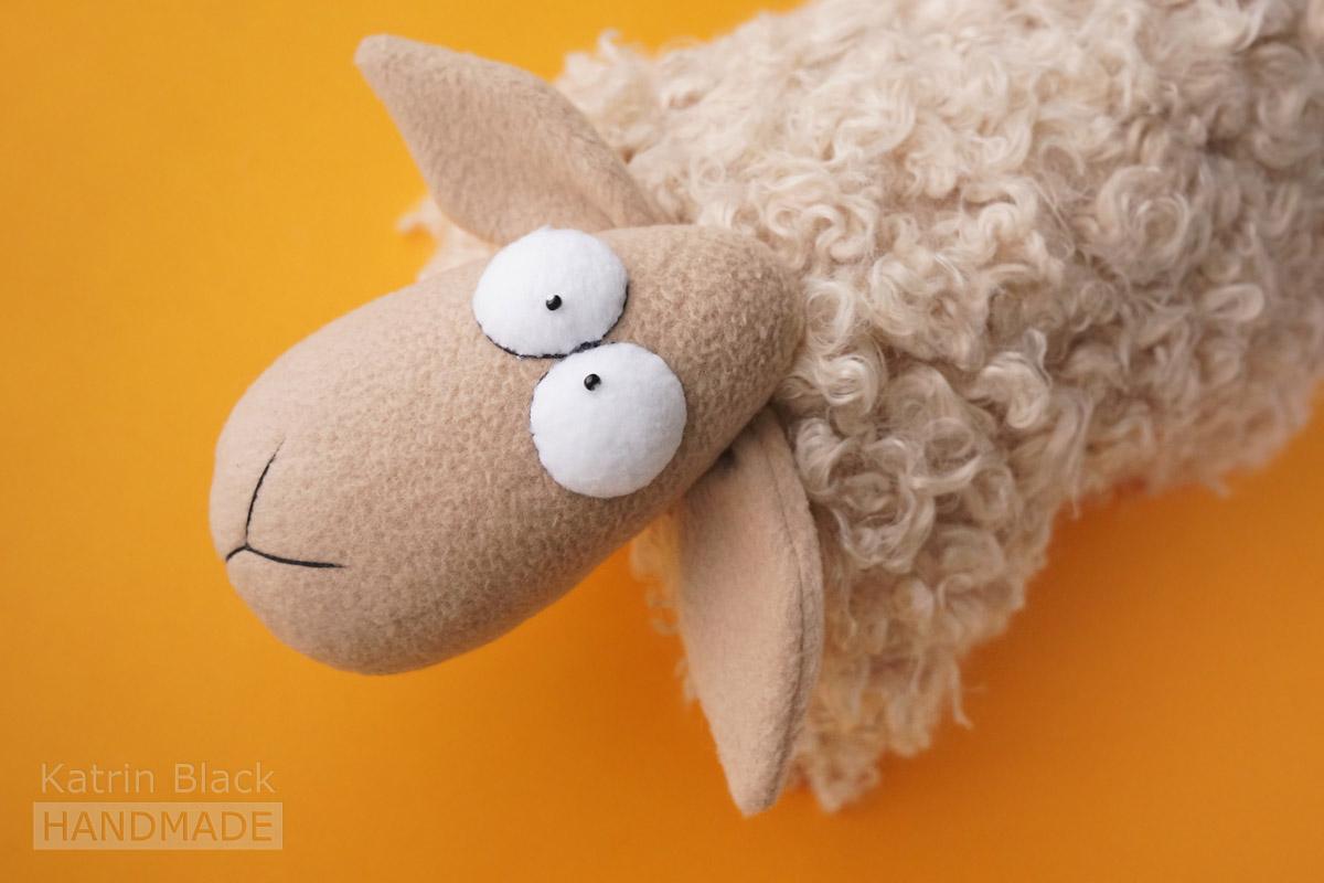 Овечка-подушка. Игрушка из меха и флиса. Купить. Заказать.