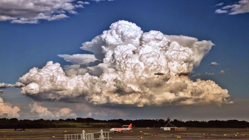 VIDEO Ngeri Pengalaman Juruterbang Melalui Awan Cumulonimbus
