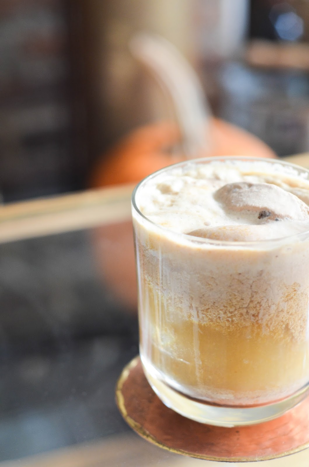 bourbon pumpkin pie ice cream float | prosecco in the park