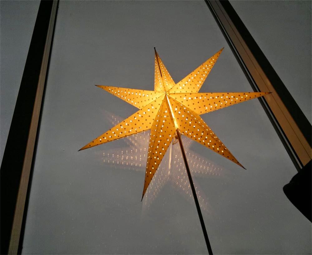 En fin Julstjärna prydde Yogasalen.