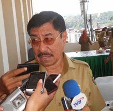 Wakil Gubernur Maluku, Zeth Sahuburua mengeluhkan kunjungan kerja pimpinan maupun anggota DPR-RI ke provinsi ini yang ternyata kurang bermanfaat untuk kemajuan pembangunan dan kesejahteraan masyarakat.