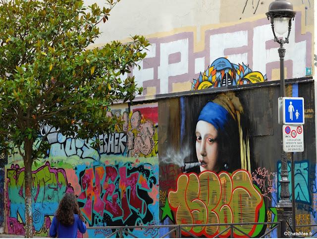 Graffiti Canal Ourcq Stalingrad jeune fille à la perle et spliff joit cannabis Paris, Bar  25 degrés est Paris Stalingrad canal Ourcq vue Seine bord de l'eau