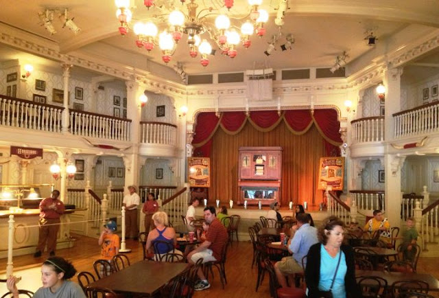 The Diamond Horseshoe Restaurante Disney
