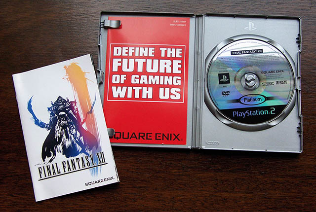 Final Fantasy XII PAL Plantium DVD case contents
