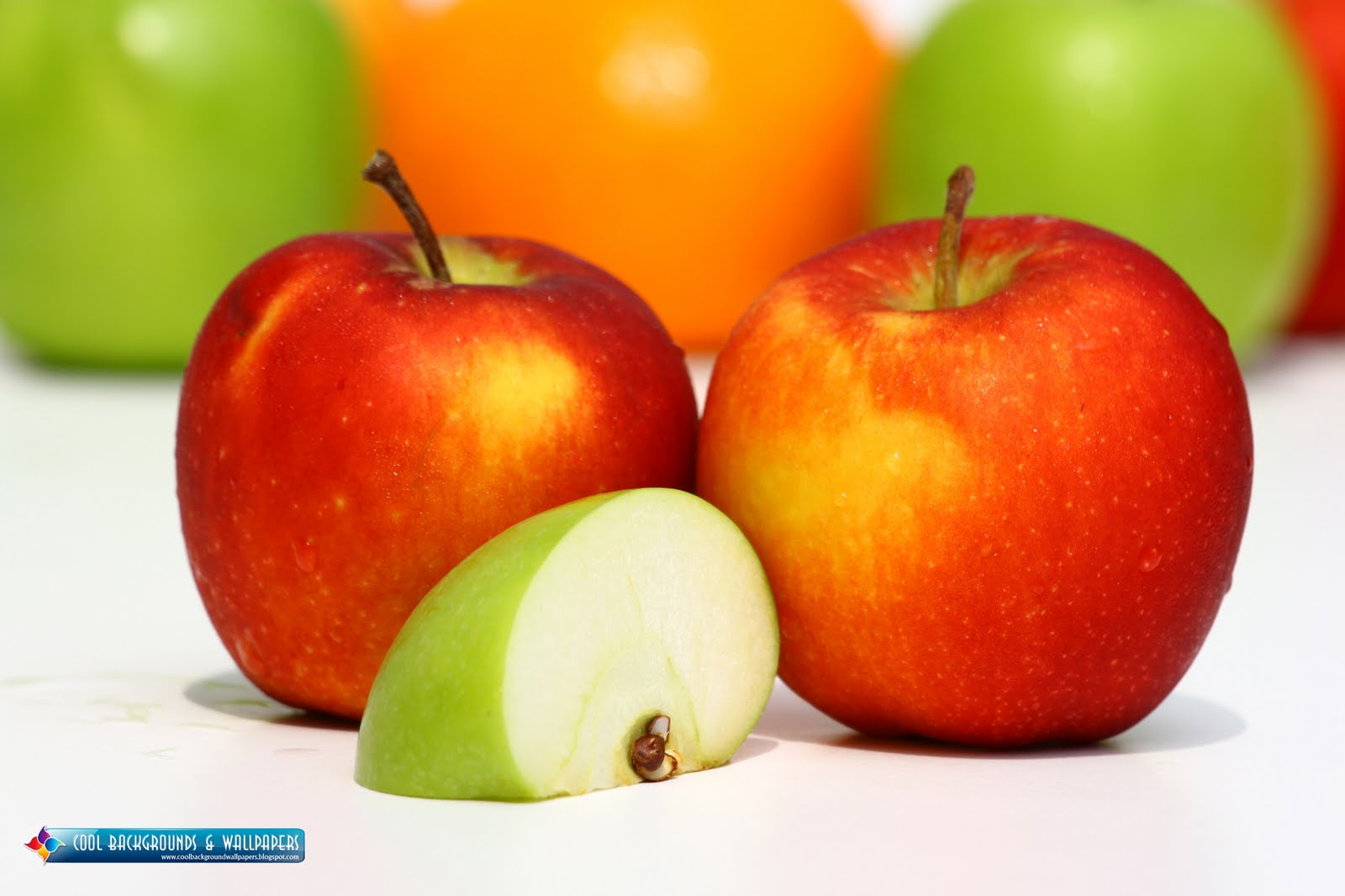 QQ Wallpapers: Fresh Apples HD Wallpaper