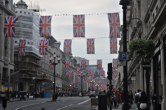 Royal+Wedding+procession+route+London+flags+on+streets