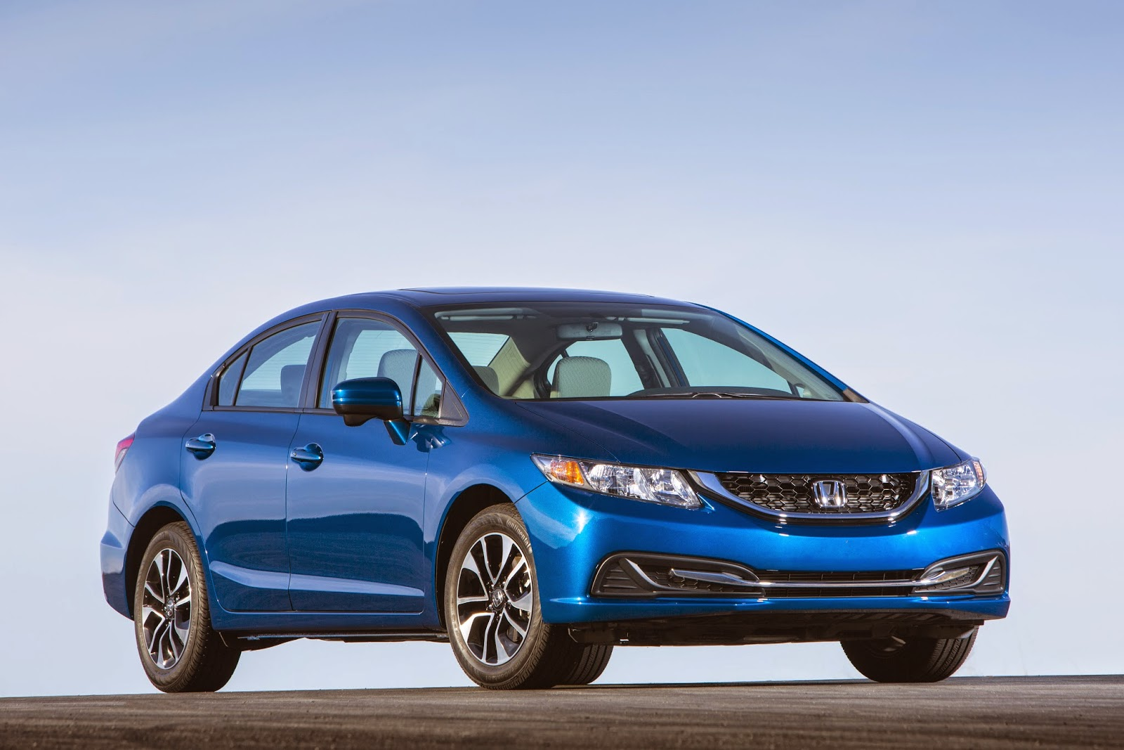Front 3/4 view of the 2014 Honda Civic EX-L