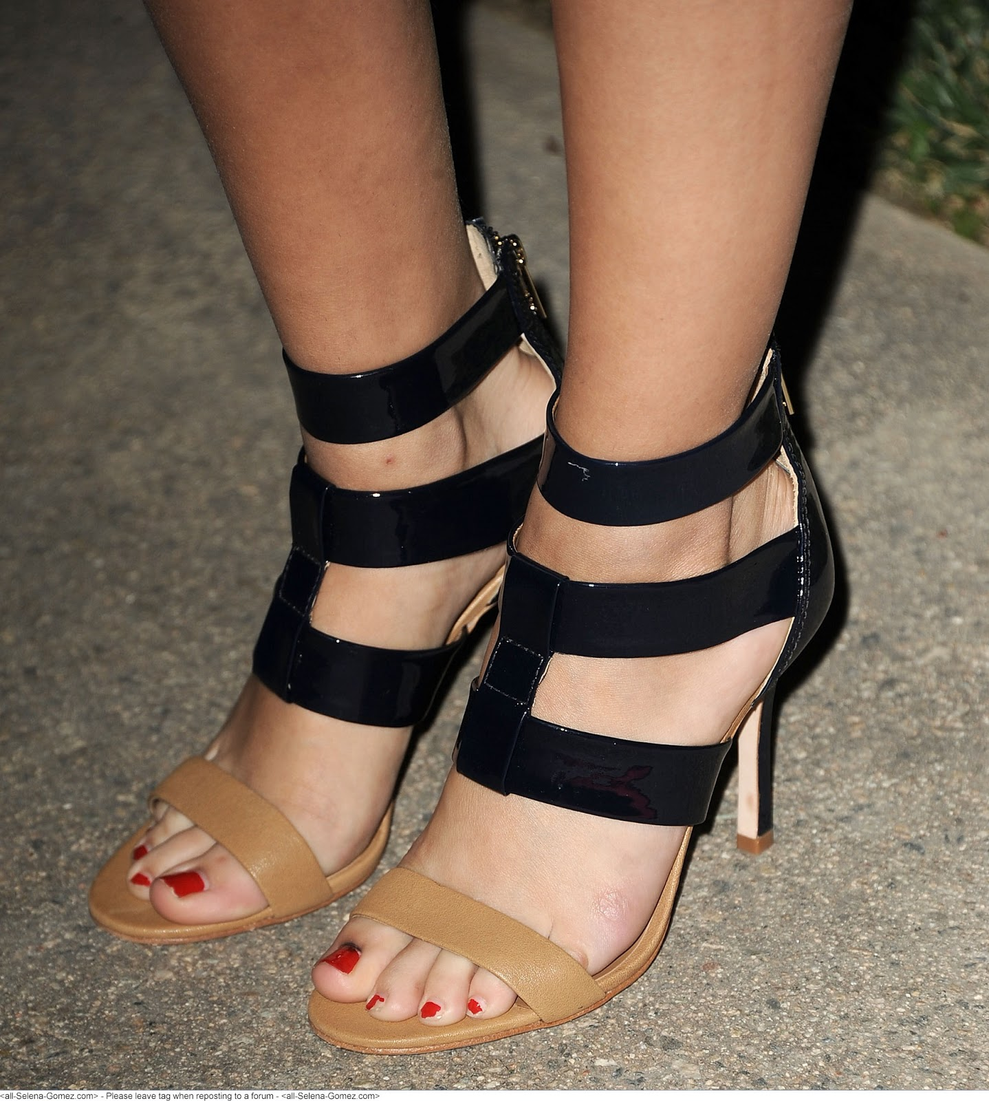 Selena Gomez hd feet photos sexy feet capture - celebrity