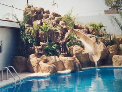 Arte barroco piscinas rocas naturales y artificiales for Cascadas artificiales para piscinas