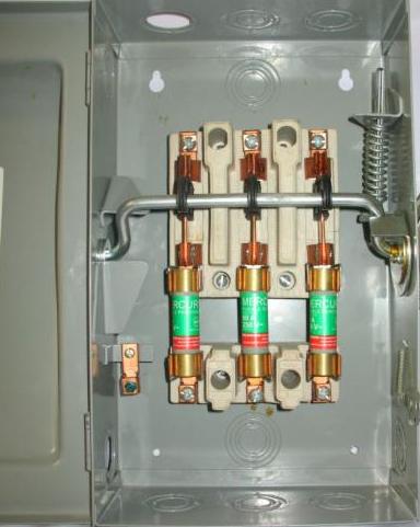 Fusible tipo cartucho de casquillo en caja de interruptor de seguridad