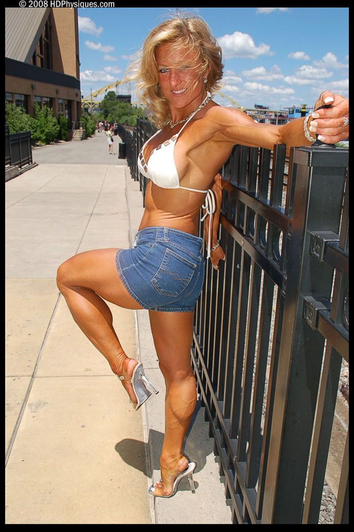 Melanie Crites - Hull Posing Her Lovely Calves In Heels