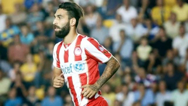 """Ara transferin gözde isimlerinden bir tanesi olan Jimmy Durmaz için menajerinden flaş bir açıklama geldi. Fenerbahçe ve Beşiktaş'ın gündemindeki oyuncunun babası yaptığı açıklamayla, oğlunun Türkiye'ye dönmeye hazır olduğunu söylese de İsveçli futbolcunun menajeri Martin Dahlin bu transferin mümkün olmadığını itiraf etti.  """"JIMMY'İ İSTİYORLAR AMA...""""  Olympiakos'un geçtiğimiz hafta teknik adam değişikliği yaptığına dikkat çeken Dahlin, Michel'in ayrılmasının ardından göreve Vitor Pereira'nın geldiğini ve kendisinin Jimmy'nin gitmesine izin vermediğini söyledi. İsveç'te Fotbollskanalen internet sitesinde 'Beşiktaş, Olympiakos tarafından geri çevrildi' başlığıyla verilen haberde Martin Dahlin'in şu sözlerine yer verildi: """"Evet Jimmy'yi istiyorlar ancak Olympiakos kendisini kesinlikle elinde tutmak istiyor""""."""