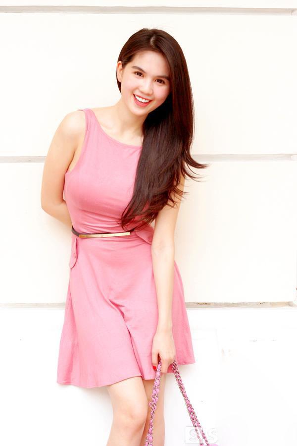ảnh đẹp Ngọc trinh với đầm hồng vô cùng sexy