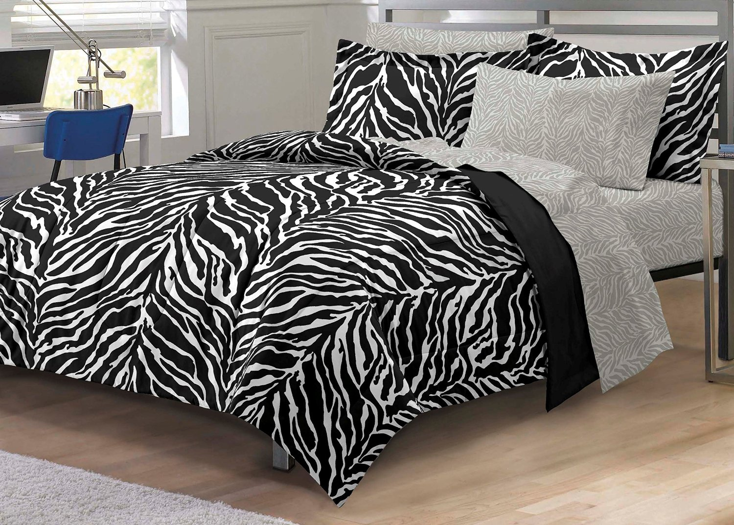 Total fab funky comforters bedding bedroom ideas for Zebra print bedding