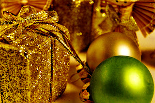 Golden Gift Package Christmas Decoration Wallpaper