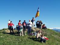 Al cim del Turó de la Creu de Gurb al voltant de la taula d'orientació